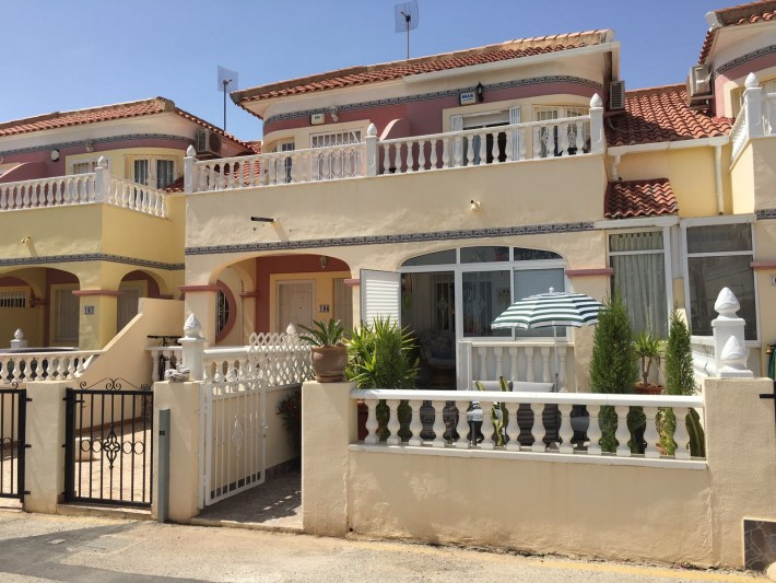 Well presented terraced house in Cabo Roig