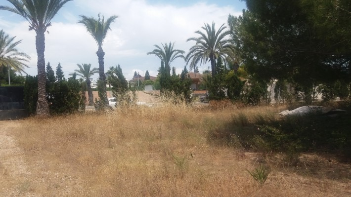 Plot on the beachside of Cabo Roig