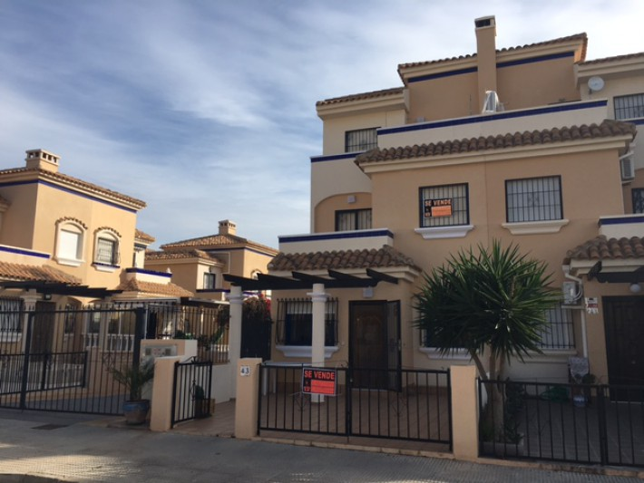 Corner house in La Zenia