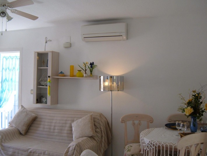 Very well presented top floor apartment with large solarium