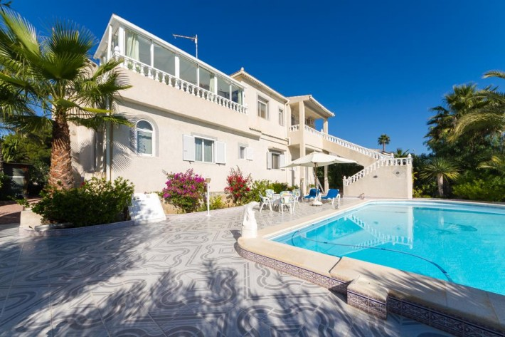 Beautiful detached villa with separate apartment