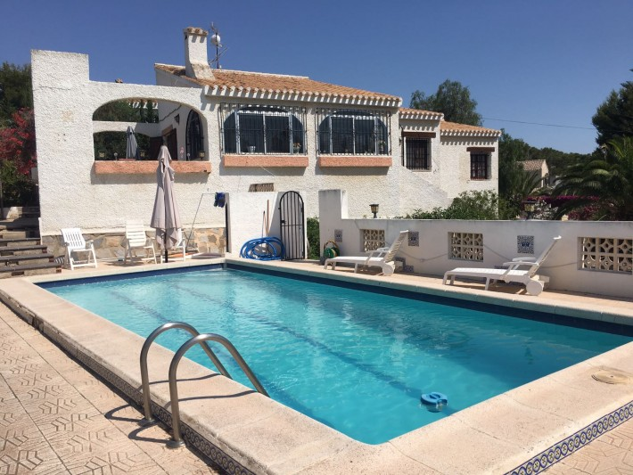 FInca with private pool in Villamartin