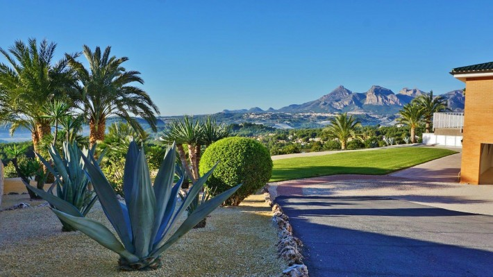 Luxury villa in Altea with stunning panoramic views