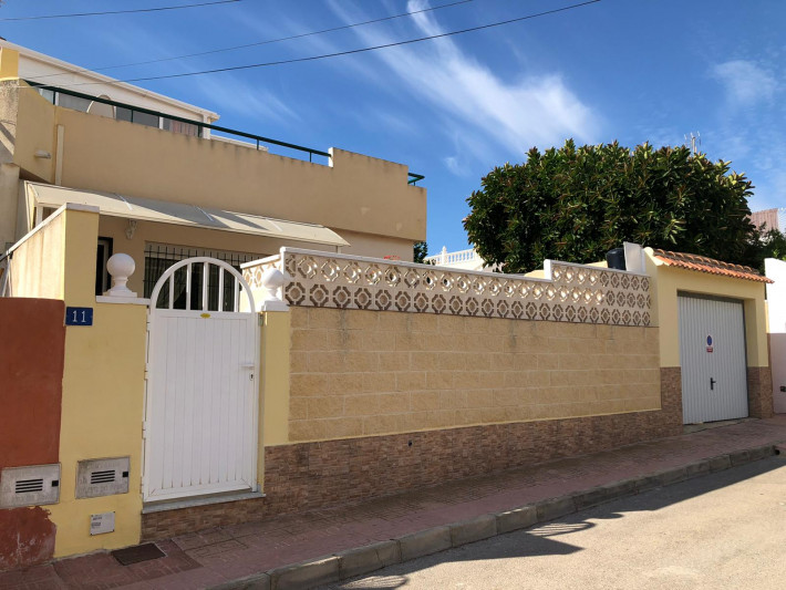 Well presented corner house in Campoamor