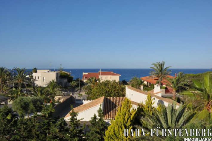 Exclusive villa in special location in Cabo Roig