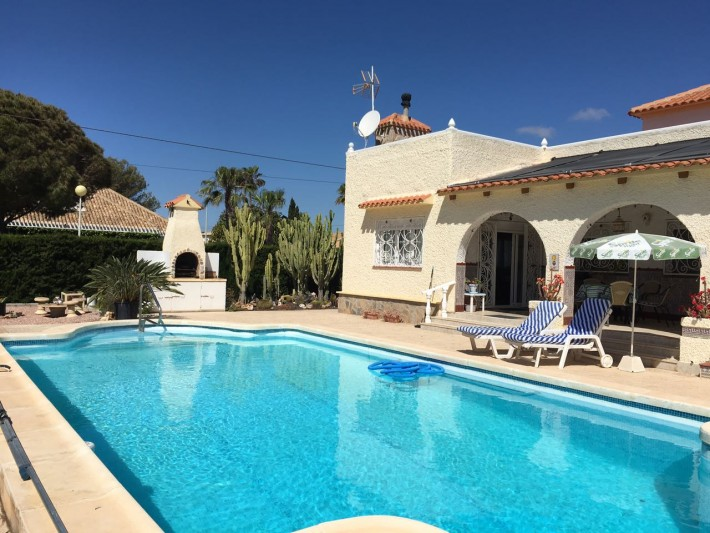 Casa independiente con piscina privada en Cabo Roig