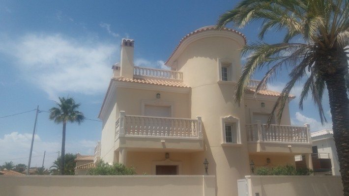 New detached villa on the beachside of Cabo Roig