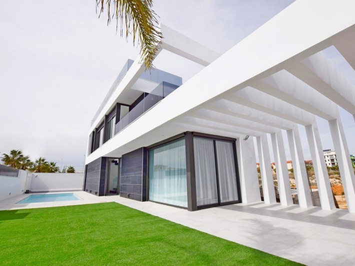 Luxury newbuild villas with pool in Cabo Roig