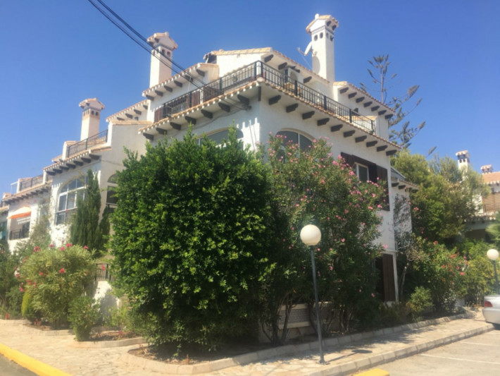 Large semi-detached property with separate apartment near the beach