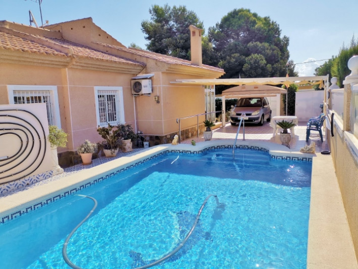 Well presented detached villa with private pool