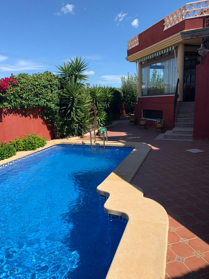 Luxury detached villa with private pool in Lo Crispin