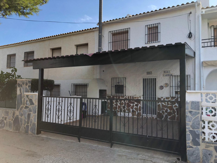 Large renovated terraced house within walking distance to La Zenia Beach!
