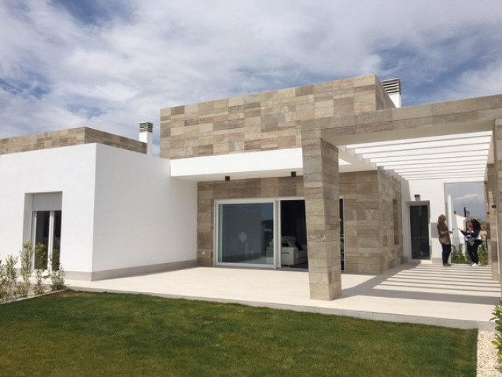 Nebuild luxury villas at the golfcourse