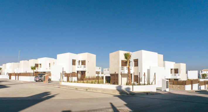 Modern new bungalows in beautiful gated complex