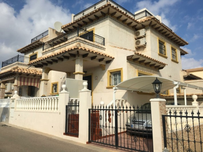 South-facing corner house in Playa Flamenca with nice views