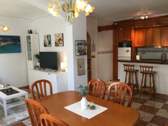 Well presented corner house in Playa Flamenca