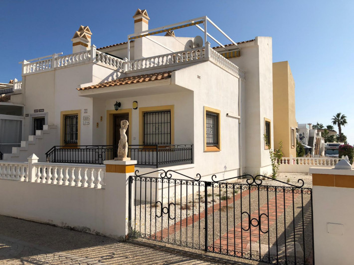 Corner house on corner plot in Playa Flamenca