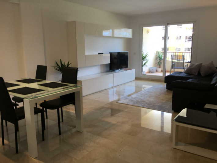Luxury apartment in well presented complex close to the beach