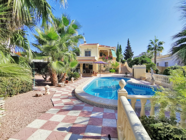 Spacious villa with separate apartment and private pool