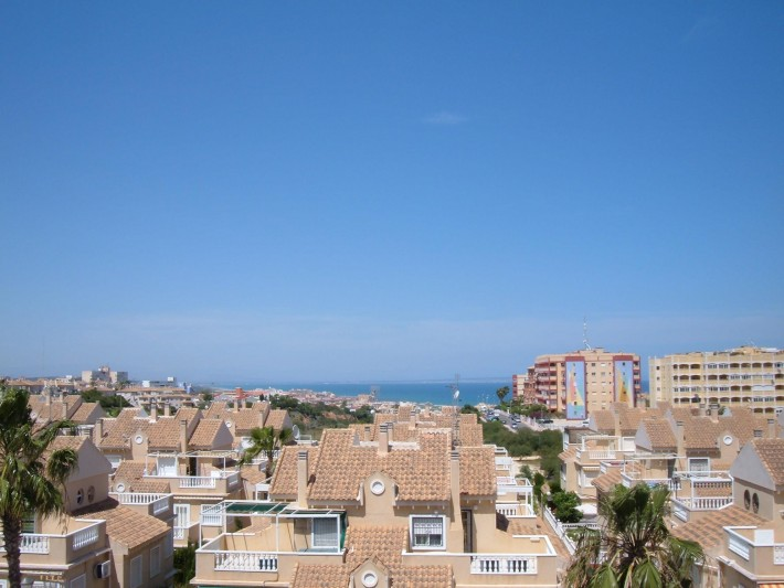 Well presented apartment with lovely seaviews
