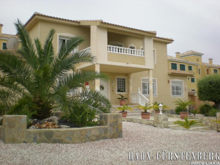 Luxury detached Villa in Villamartin