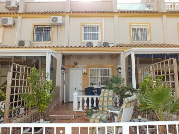 Well presented terraced house in Villamartin