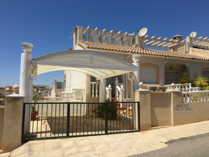 End-terrace house with separate apartment in Villamartin