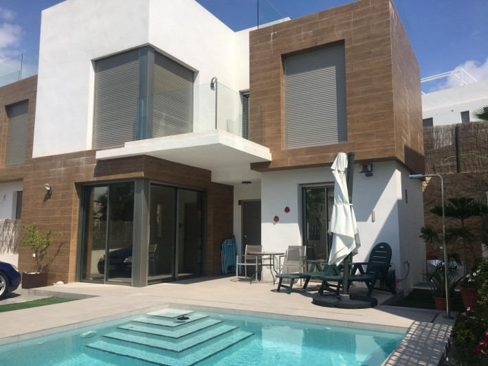Luxusvilla mit separatem Apartment und privatem beheiztem Pool